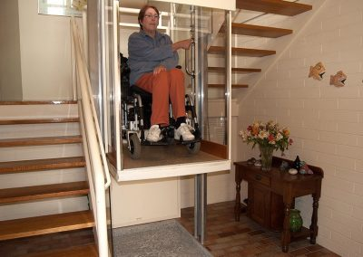 walk-through-wheel-chair-lift-going-up